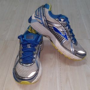 Brooks  Adrenaline GTS tennis rubber shoes sz 8.5